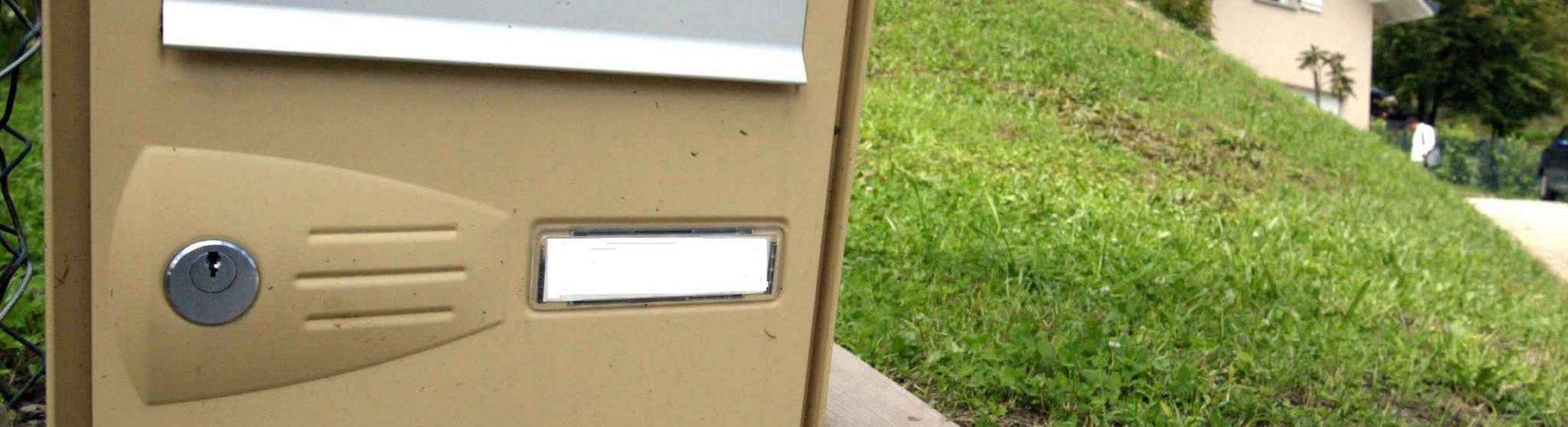 plaque bo te aux lettres la sp cificit d une plaque bo te aux lettres. Black Bedroom Furniture Sets. Home Design Ideas